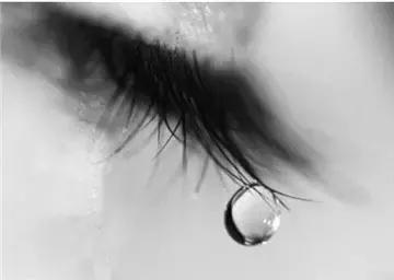 眼淚真正的作用是洗凈眼睛,要你看清楚讓你落淚的那個人